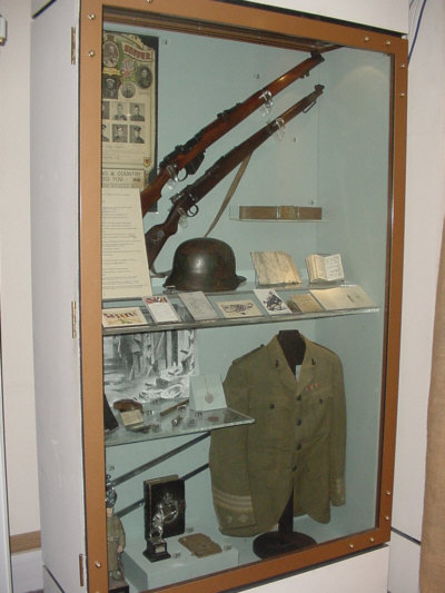 cameronians regimental uniform picture from a collection of scottish regiment photographs></center><BR>                       <font face=
